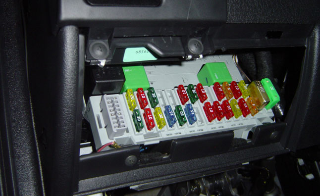 Interior Fuse Box Location 2013 2014 Ford Fusion furthermore 2007 Silverado 3500 hd ltz crew cab in addition F 150 Driver Door Diagram additionally Elektriciteit En Zekeringen moreover Toyota Iq Fuse Box Toyota. on toyota auris fuse box location